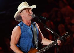 Kenny Chesney Kicks off 53rd ACM Awrads with 'Get Along'