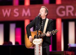 Kiefer Sutherland Loves Country Music for the Storytelling