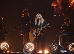 Miranda Lambert Performs Fiery 'Keeper of the Flame' at 53rd ACM Awards