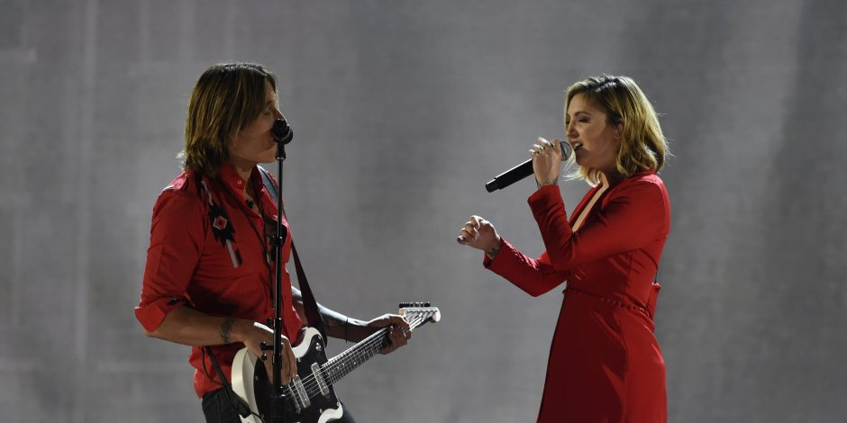 Keith Urban and Julia Michaels Sing 'Coming Home' at 53rd ACM Awards