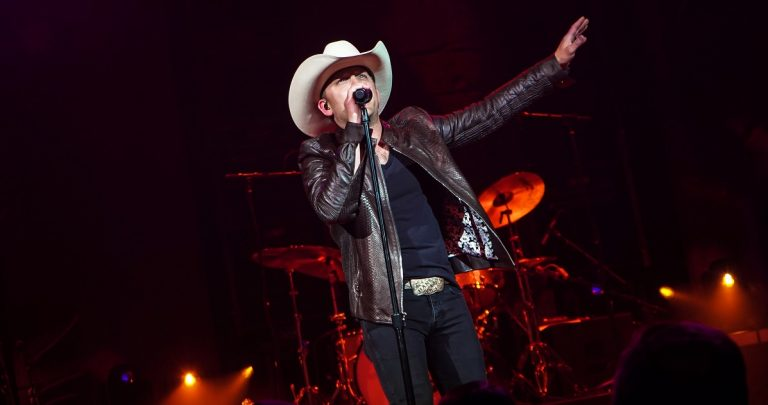 Justin Moore to Launch Intimate Flora-Bama Sunset Beach Concert Series