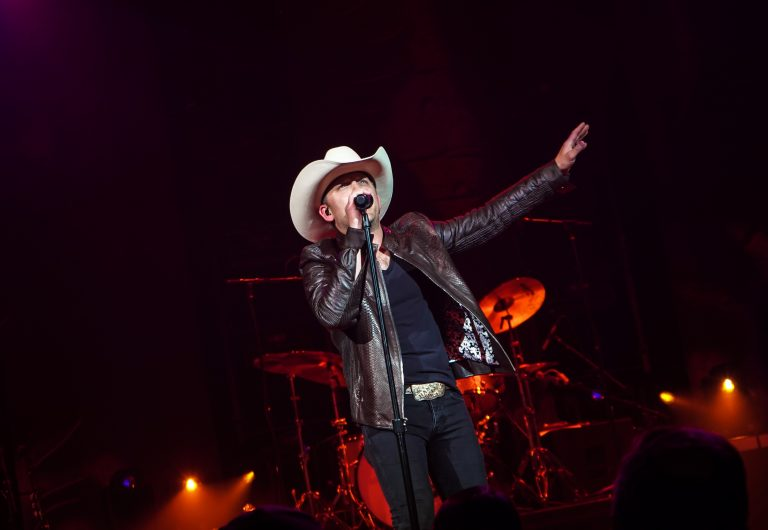 Justin Moore Brings the Hits & Famous Friends to Sold-Out Ryman Show