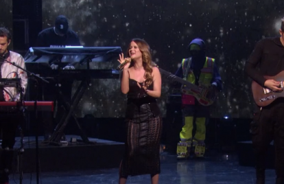 Maren Morris Stuns During Performance of 'The Middle'