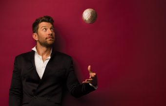 Brett Eldredge to Bring Holiday Spirit with 'Glow 2.0'