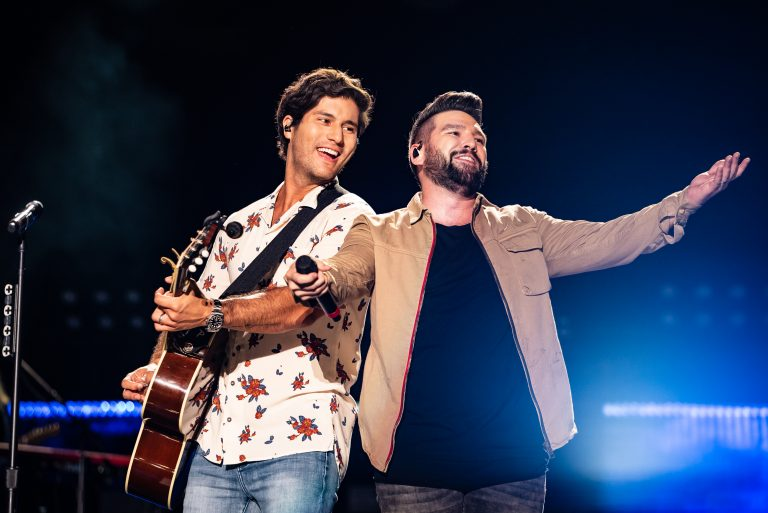 Dan + Shay, Kane Brown Impress During First-Ever Nissan Stadium Set at 2018 CMA Fest Night 1