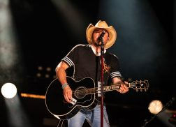 Jason Aldean Named First Headliner of 2019 Tortuga Music Festival