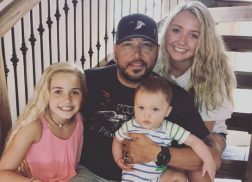 Jason Aldean's Daughters Are 'Awesome' with Baby Memphis