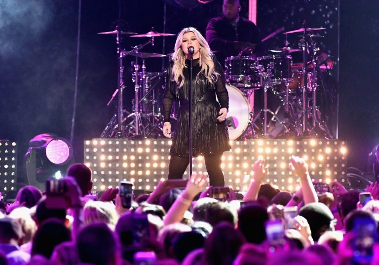 Kelly Clarkson Makes a Rocking Revival of 'American Woman'