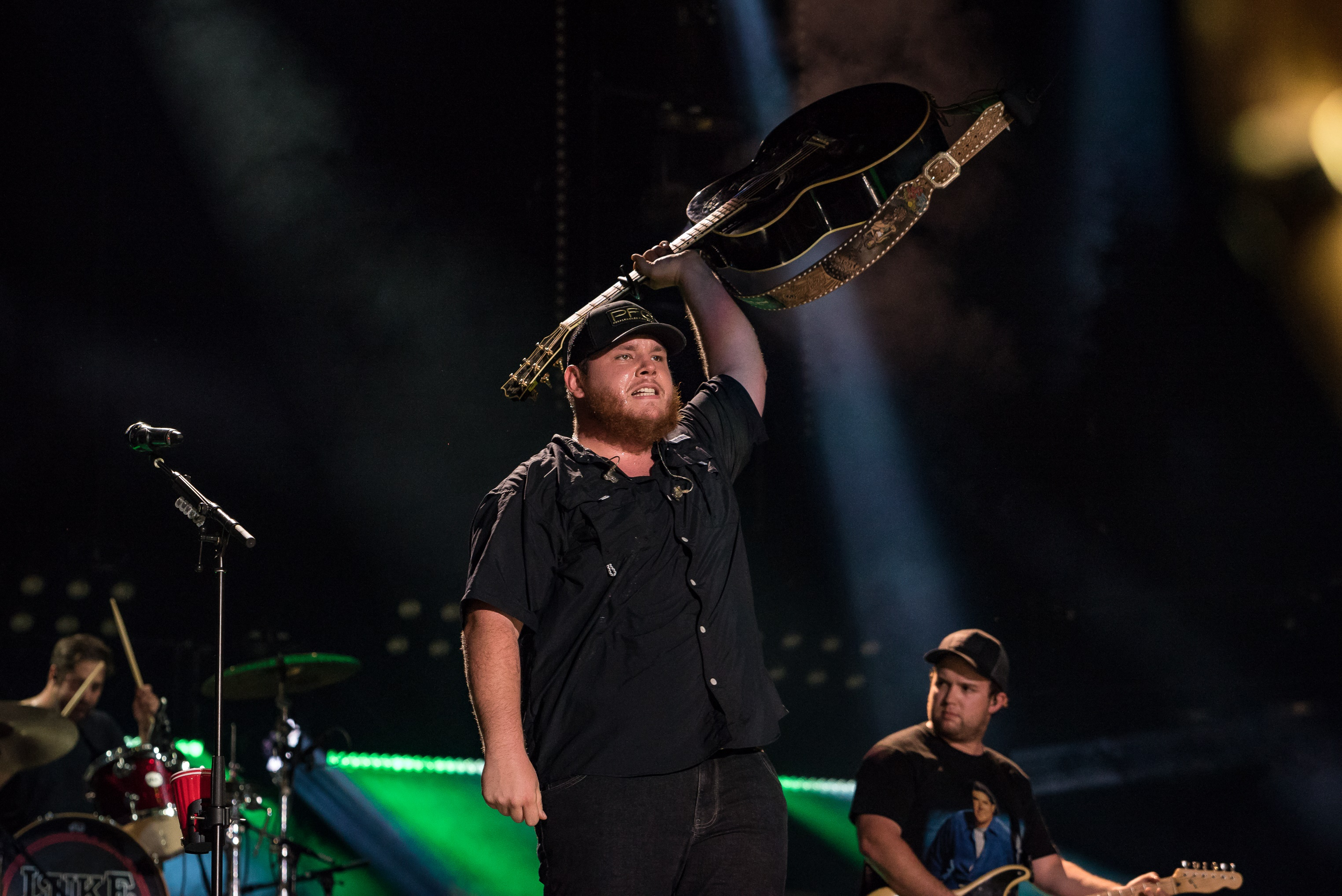 Luke Combs Cancels Shows, Goes On Vocal Rest