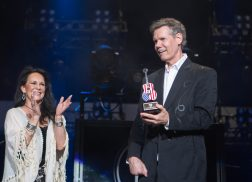 Randy Travis Receives Inaugural Cracker Barrel Legend Award: 'It's a Great Honor For Him'