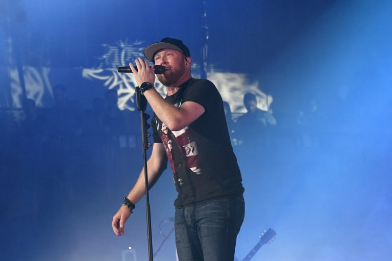 Cole Swindell Earns 8th No.1 Single with 'Break Up In The End'