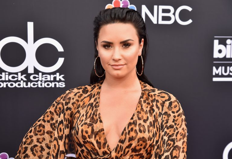 """Brad Paisley on Hospitalized Demi Lovato: """"Praying for Her Right Now"""""""