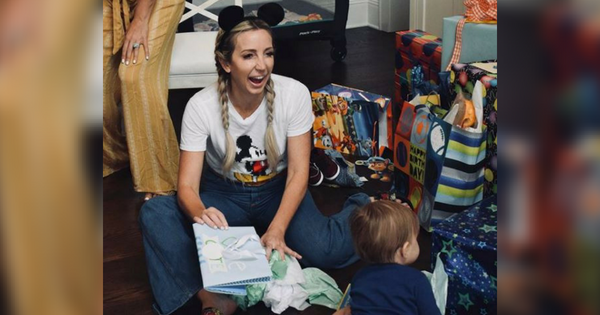 Ashley Monroe Celebrates Son S First Birthday With Mickey
