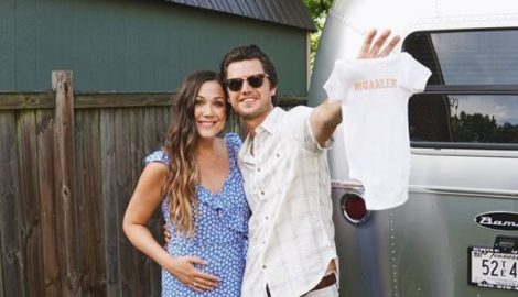 Expecting! Steve Moakler and Wife Gracie Announce