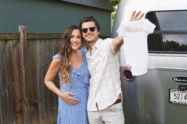 "Expecting! Steve Moakler and Wife Gracie Announce ""A Third Passenger"" on Tour this Summer"