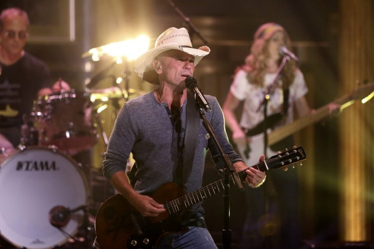 Kenny Chesney's 'Songs for the Saints' Debuts at No.1