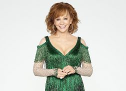 Reba Returns as Host for 'CMA Country Christmas'