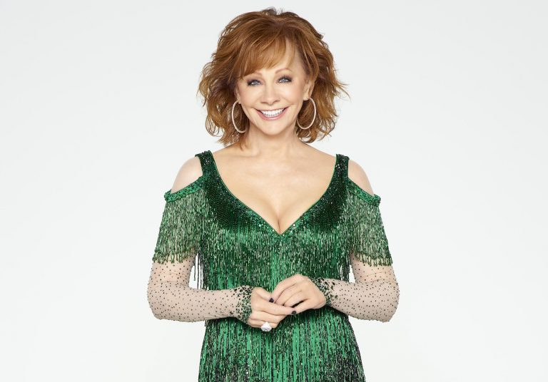 Reba Returns as Host for 'CMA Country Christmas'