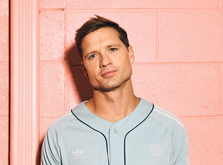 Walker Hayes Revists '90's Country' in New Single