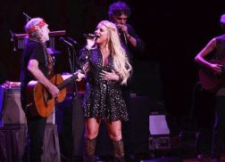 Jessica Simpson Returns to the Stage for Willie Nelson Duet