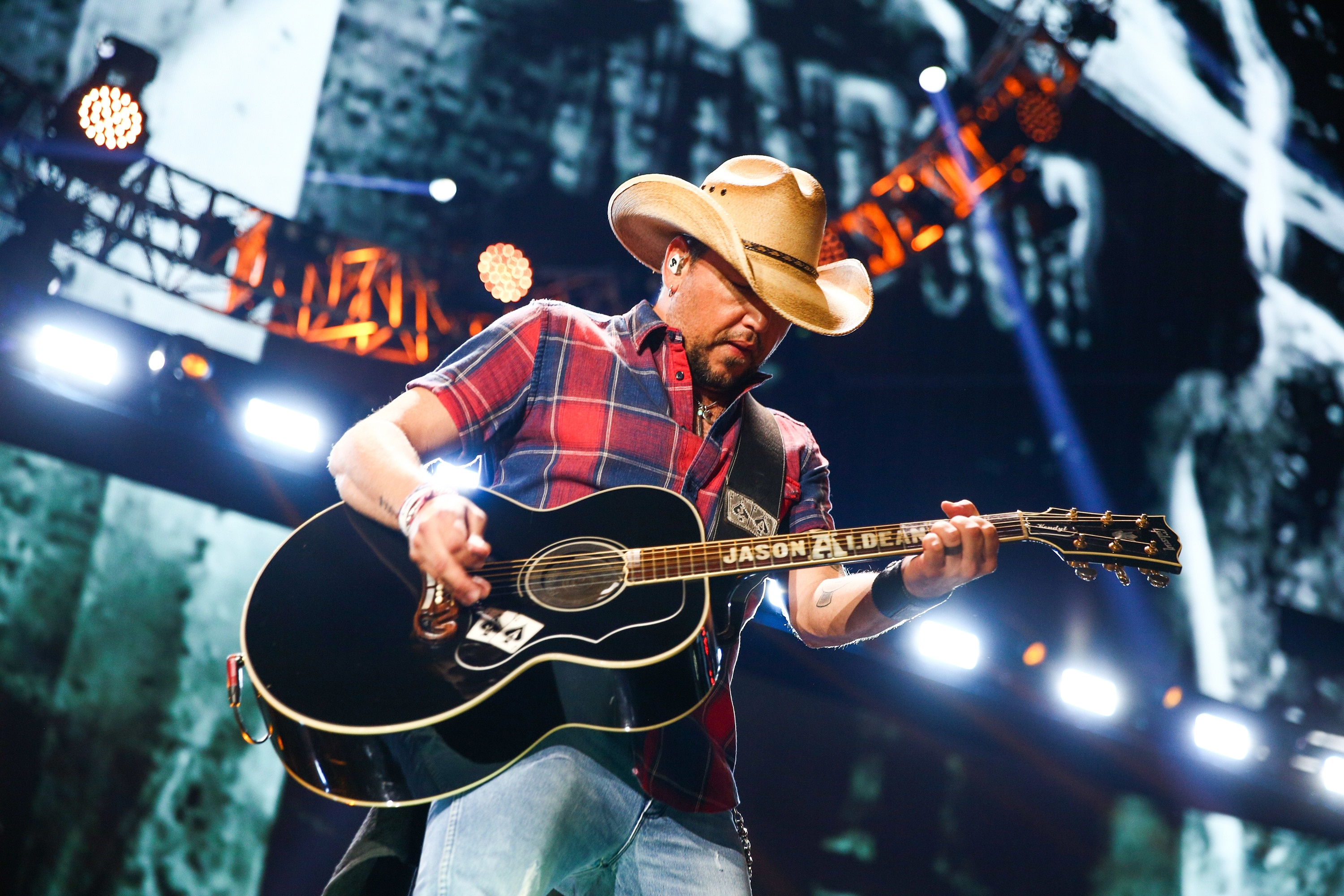Jason Aldean's Bus is Packed With Cribs and Playpens for His Kids