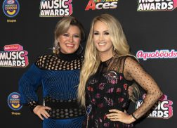 Kelly Clarkson Praises Carrie Underwood's Transparency About Miscarriages