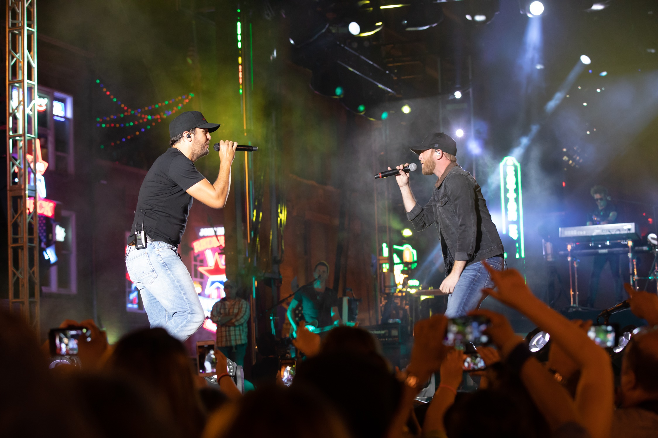 Luke Bryan Plays to 30,000 Fans During Free Downtown ...