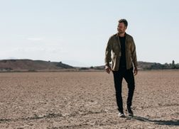 Dierks Bentley Battled Heat Stroke and Rattlesnakes While Filming 'Burning Man' Video