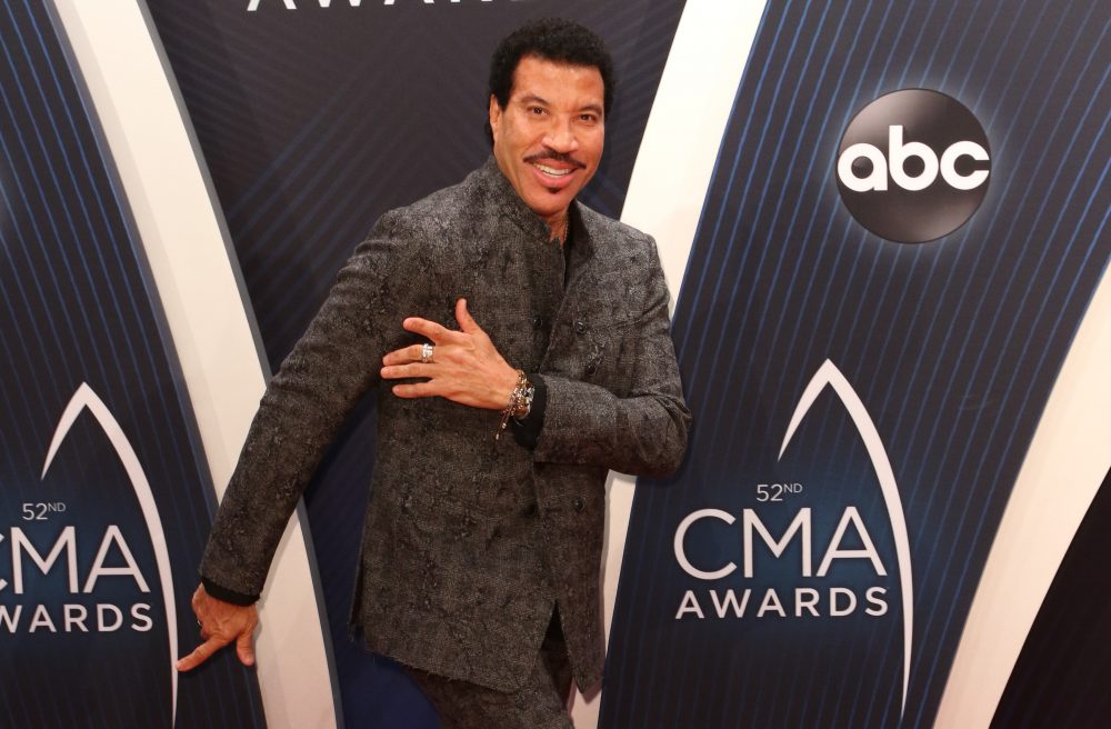 Is Lionel Richie Ready to Release Another Country Record?