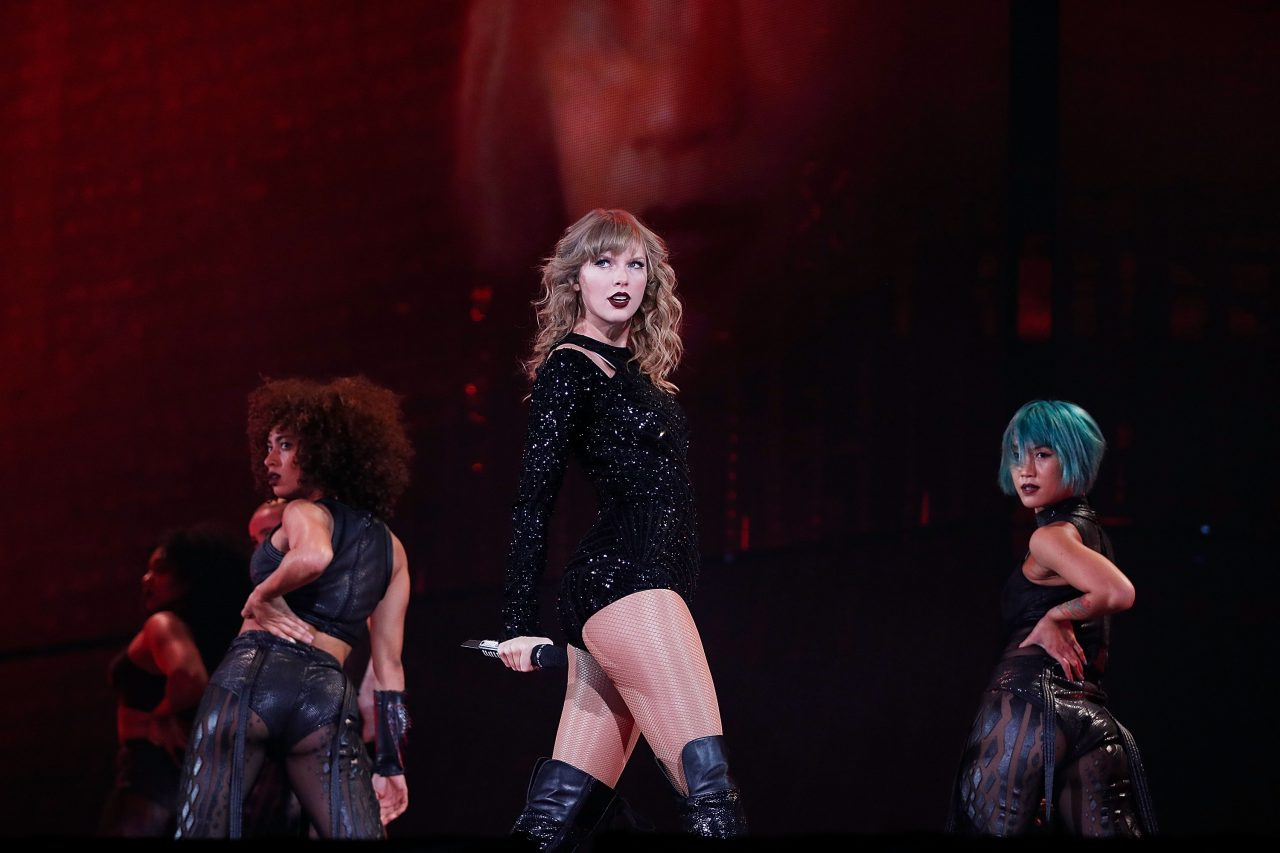 Taylor Swift Signs With Universal Music Group See What She