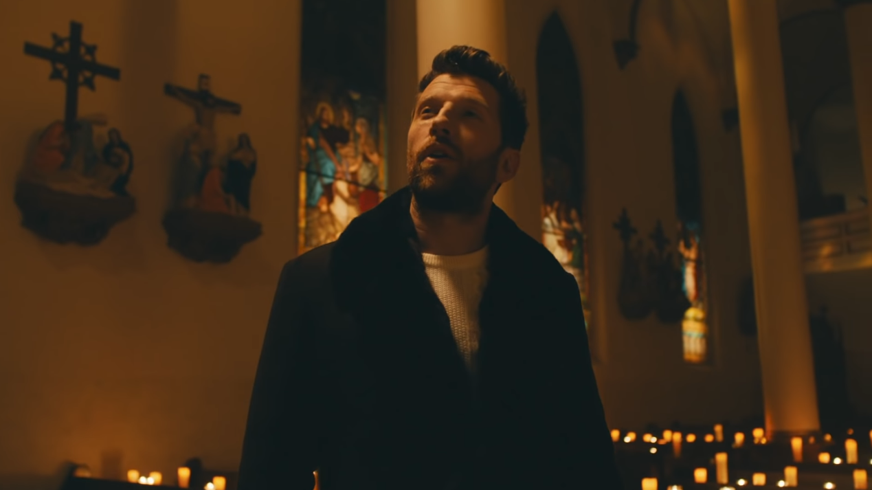 Brett Eldredge Hopes to Bring Peace With 'The First Noel' Video