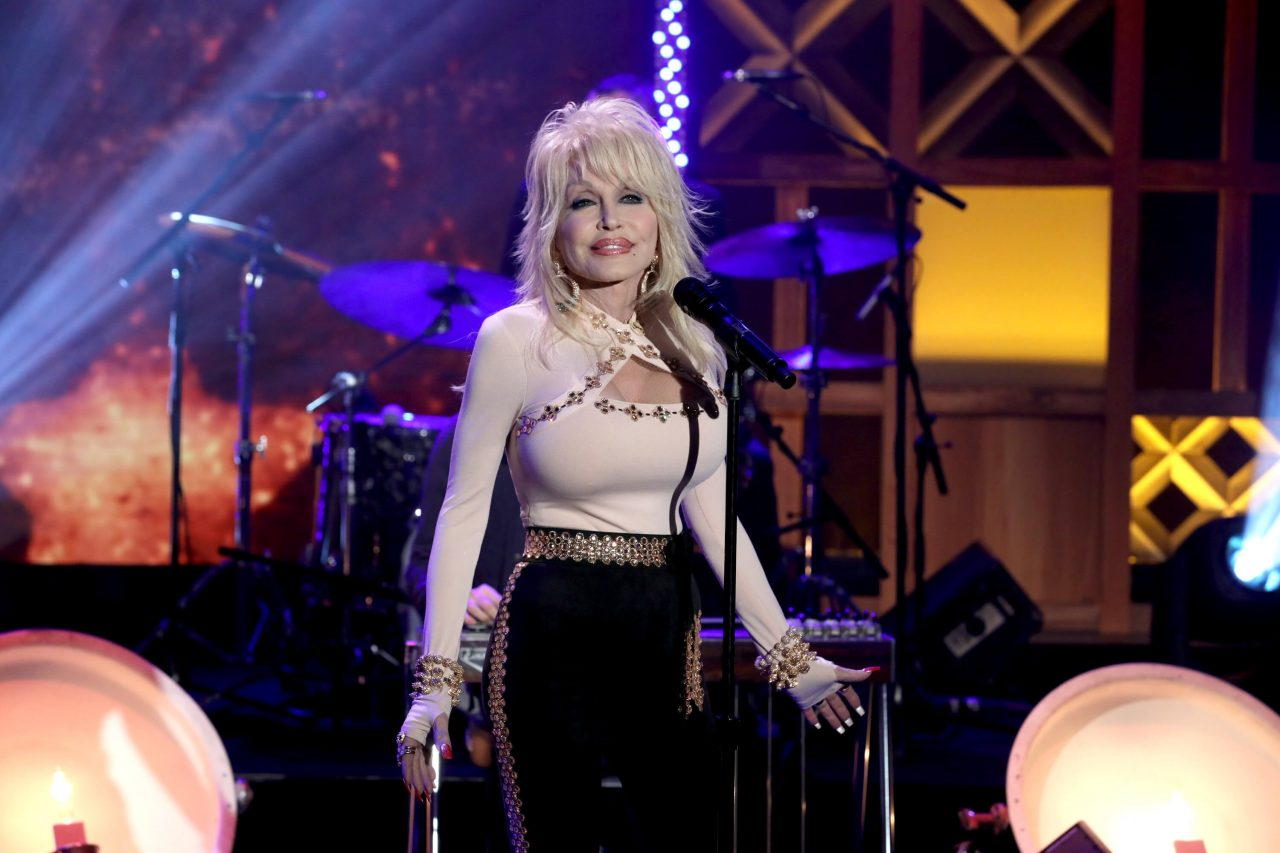 Fans Petition to Replace Confederate Statues With Dolly Parton