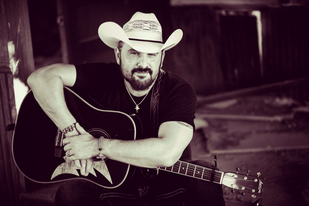 Ray Scott Puts Acoustic Twist on His Ode to the Troubadours, 'Honky Tonk Heart'