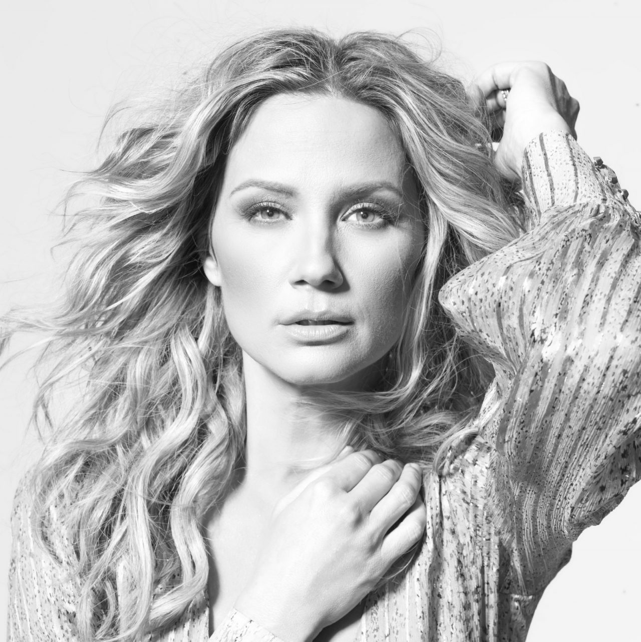 Jennifer Nettles Embraces Challenges in New Song 'I Can Do Hard Things'