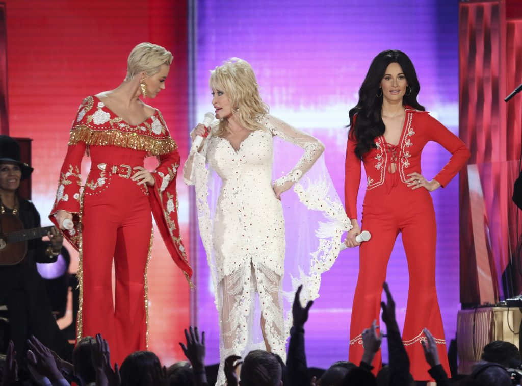 LOS ANGELES, CA - FEBRUARY 10: (L-R) Katy Perry, Dolly Parton, and Kacey Musgraves perform onstage during the 61st Annual GRAMMY Awards at Staples Center on February 10, 2019 in Los Angeles, California. (Photo by Kevin Winter/Getty Images for The Recording Academy)