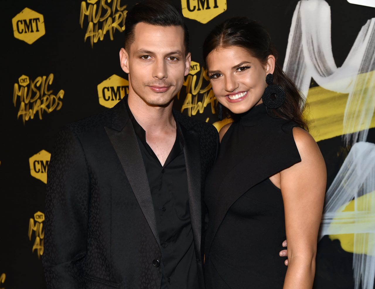 Devin Dawson Proposes To Longtime Girlfriend Leah Sykes
