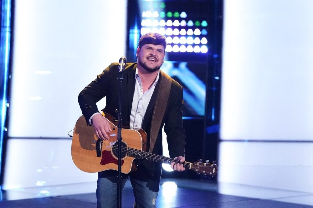 Blake Shelton Beats Out 'The Voice' Coaches For Four-Chair Turn Contestant