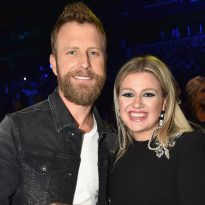 Dierks Bentley, Kelly Clarkson + More to Perform on 2019 ACM Awards
