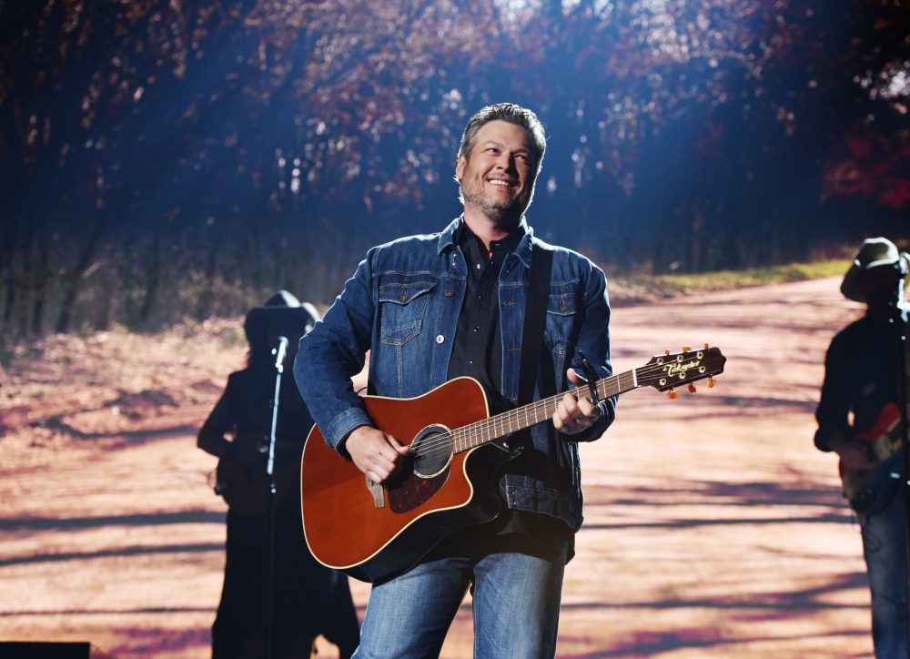 Blake Shelton Takes Fans Behind the Scenes of His Friends & Heroes Tour