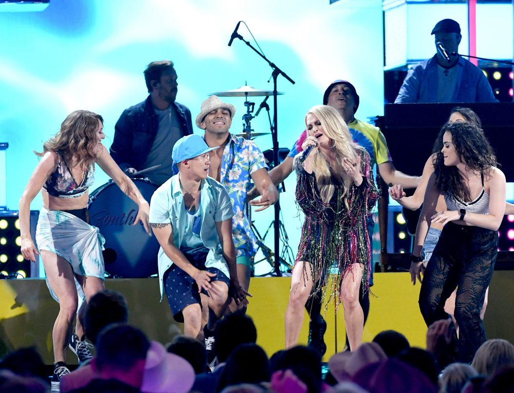 Carrie Underwood Gets Playful With 'Southbound' at 2019 ACM Awards