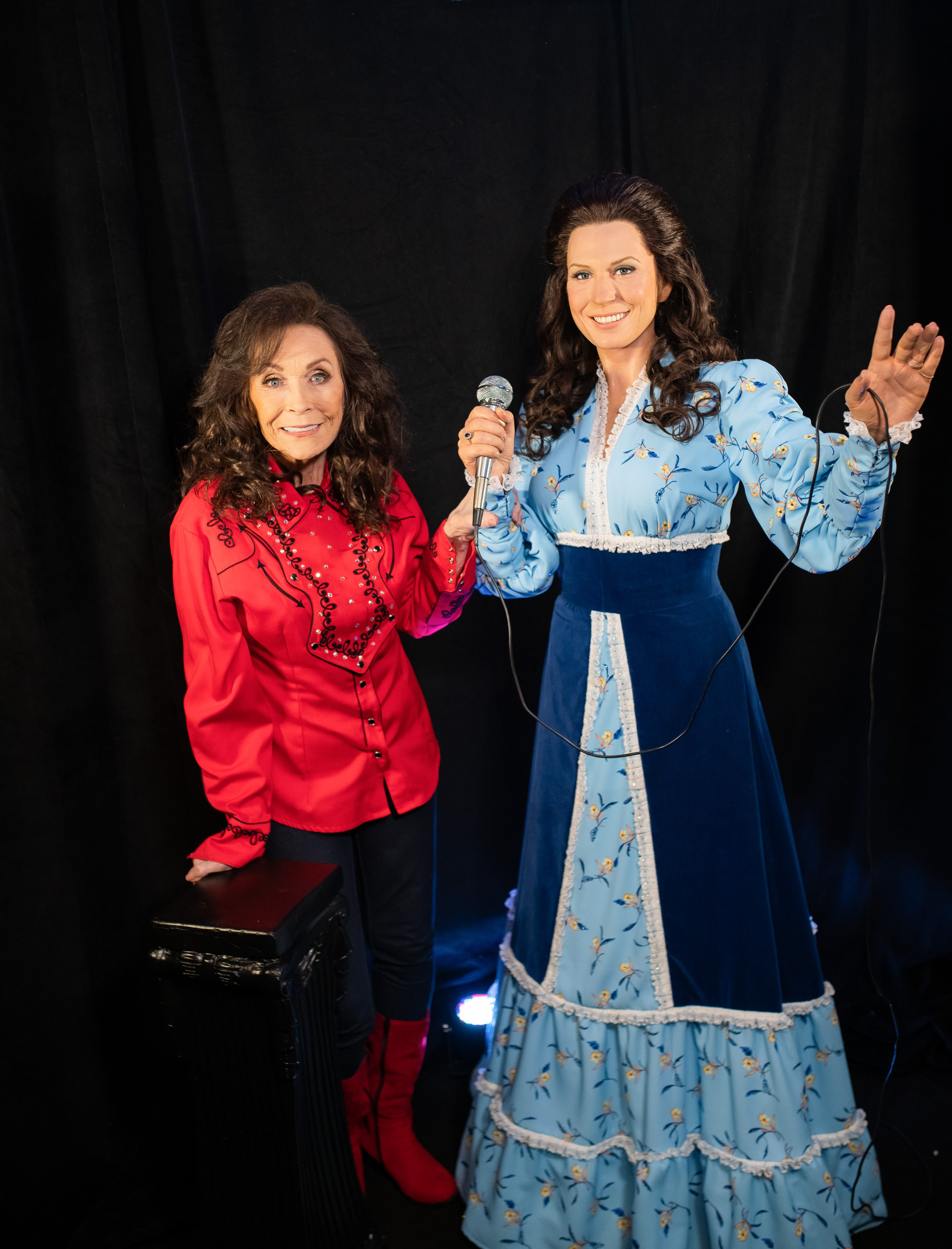 Country music legend Loretta Lynn gets a first look at her Madame Tussauds wax figure at her star-studded birthday celebration concert in Nashville; Photo: Business Wire