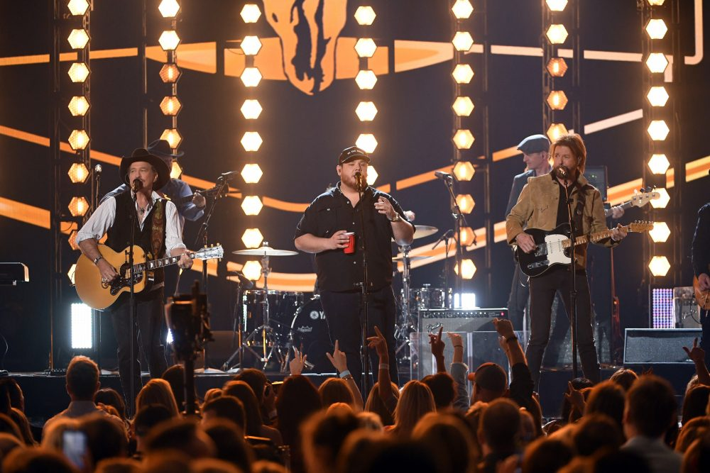Brooks & Dunn, Luke Combs Rock 'Brand New Man' at ACM Awards
