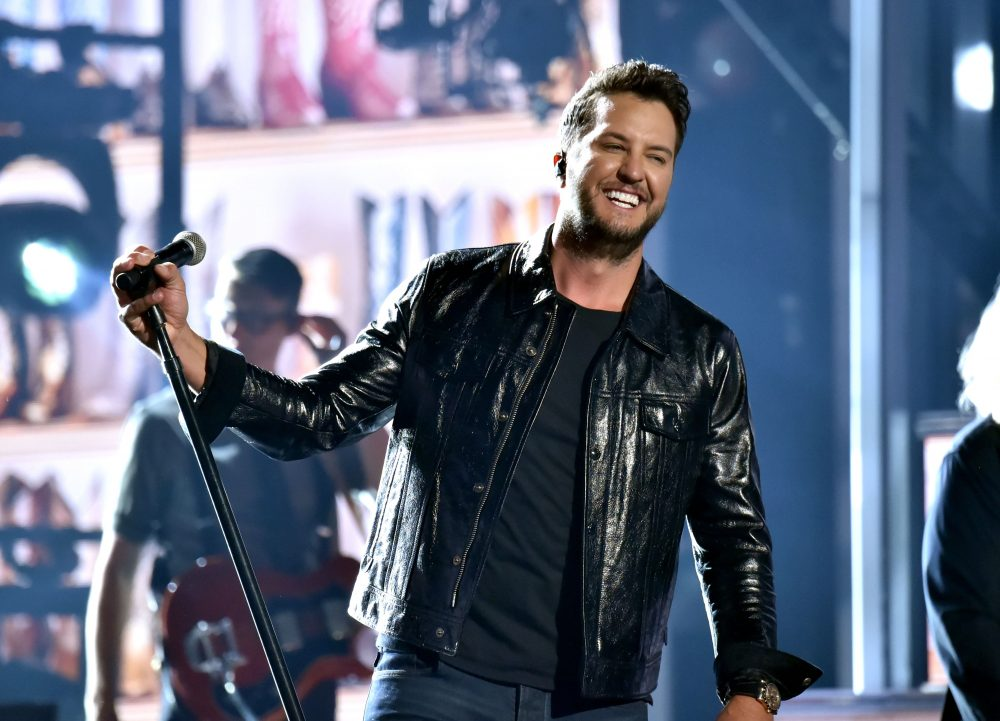 Luke Bryan Steps to No.1 for the 23rd Time With 'Knockin' Boots'