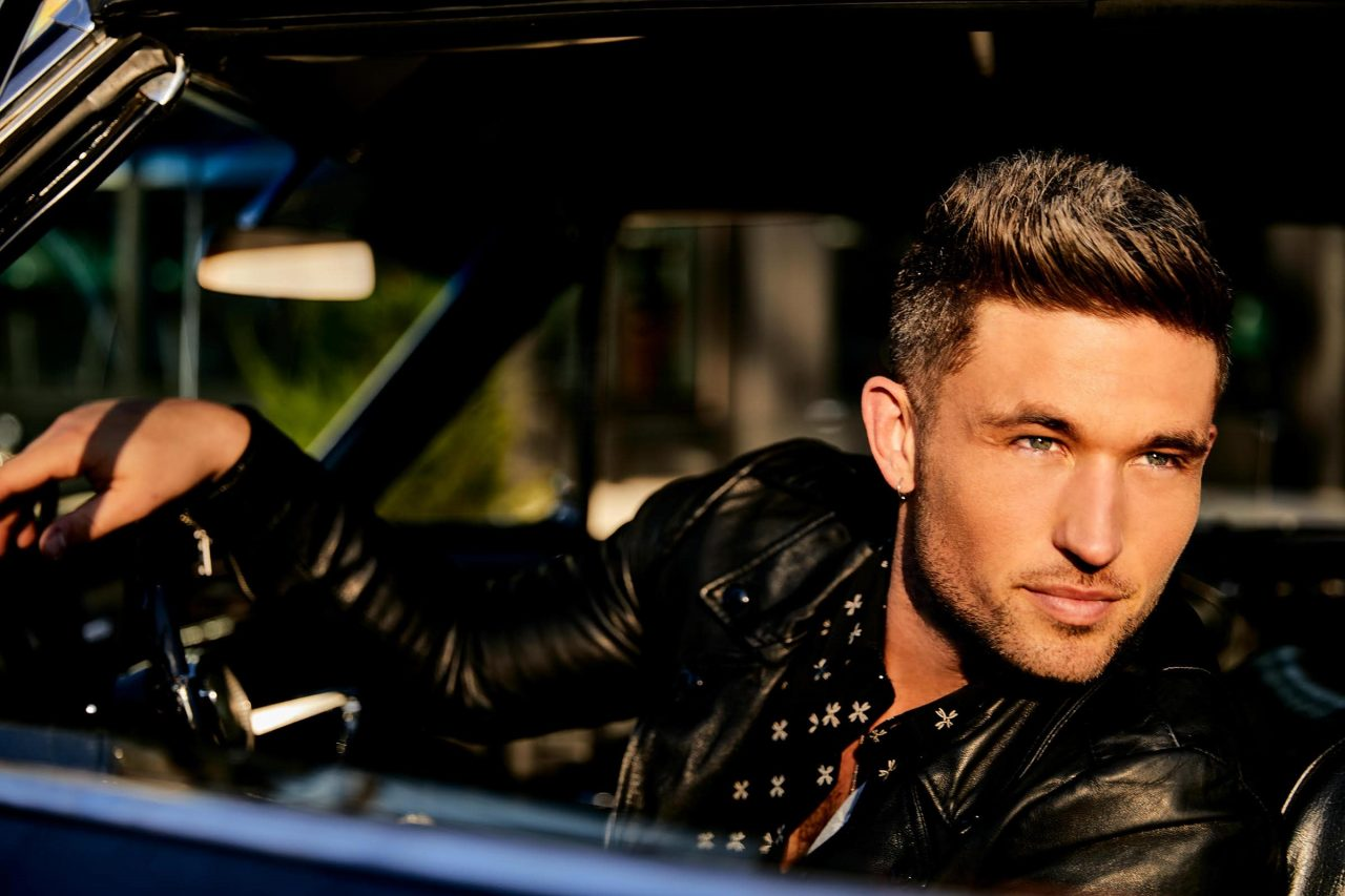 Michael Ray Strips Down 'Her World or Mine' for Acoustic Video