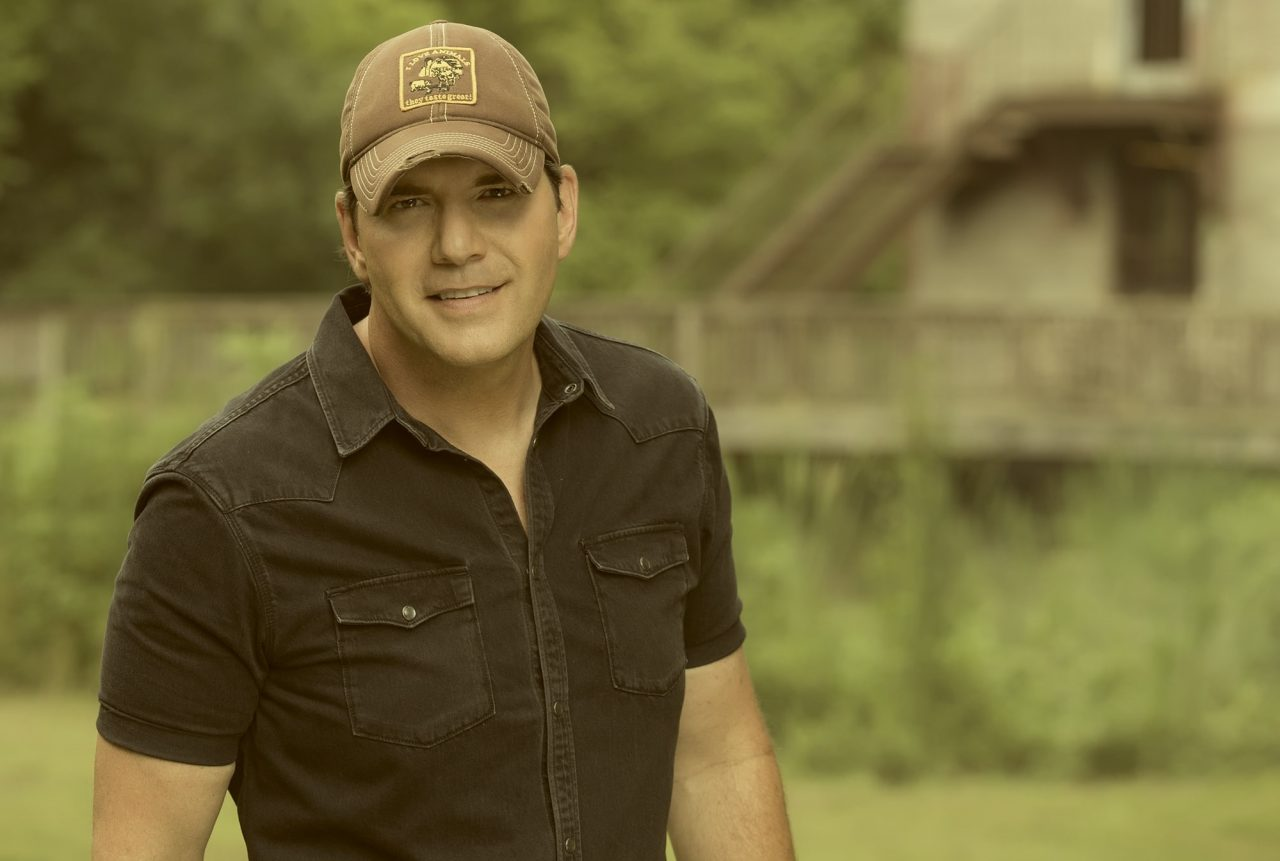 Rodney Atkins Didn't Chase Trends For New Album, 'Caught Up In the Country'