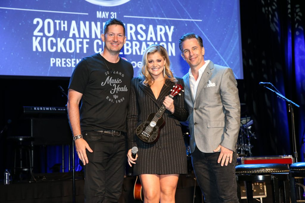 NASHVILLE, TENNESSEE - MAY 31:  Universal Music Group Nashville recording artist Lauren Alaina (C) receives the Music Heals Award with President and CEO of Musicians On Call Pete Griffin (L) and iHeartMedia's Gator Harrison during the Musicians On Call 20th Anniversary Kickoff Celebration Presented by Pepsi at CMA Theater at the Country Music Hall of Fame and Museum on May 31, 2019 in Nashville, Tennessee. (Photo by Terry Wyatt/Getty Images for Musicians On Call)