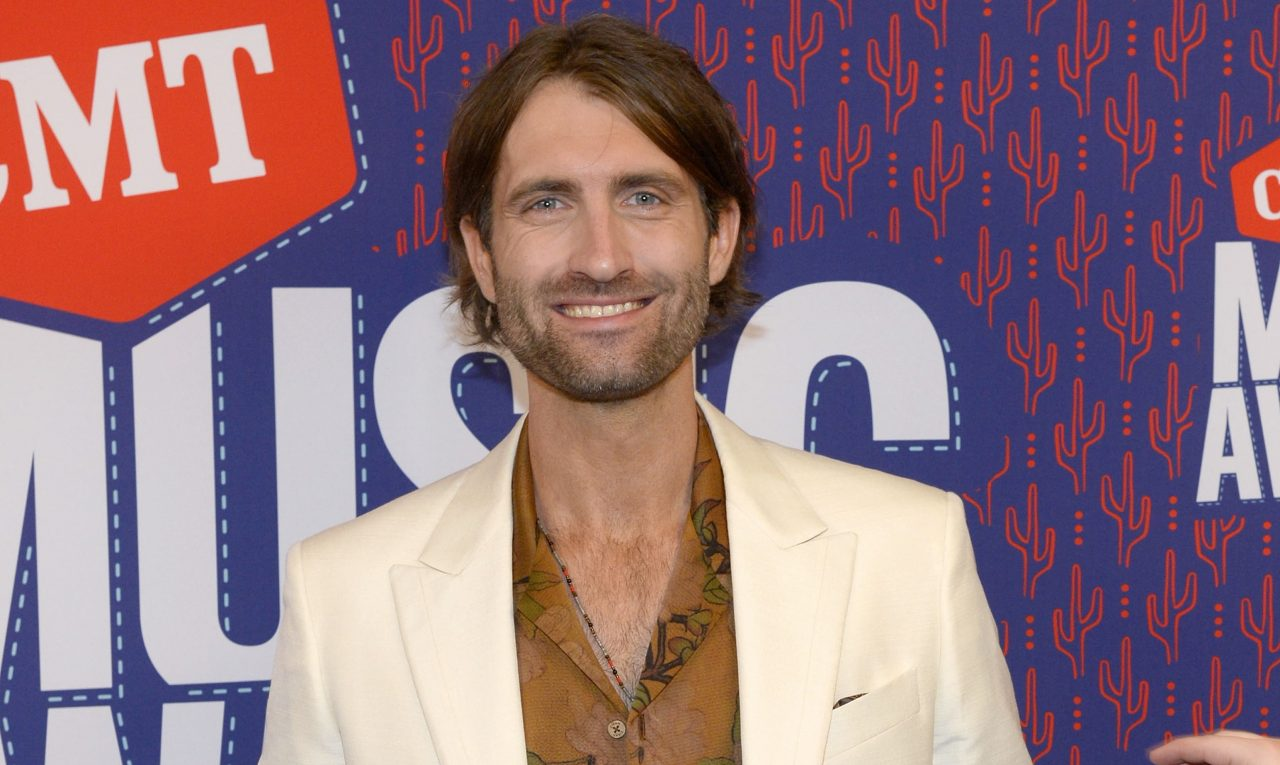 Ryan Hurd Personifies 'Summer' With New Song