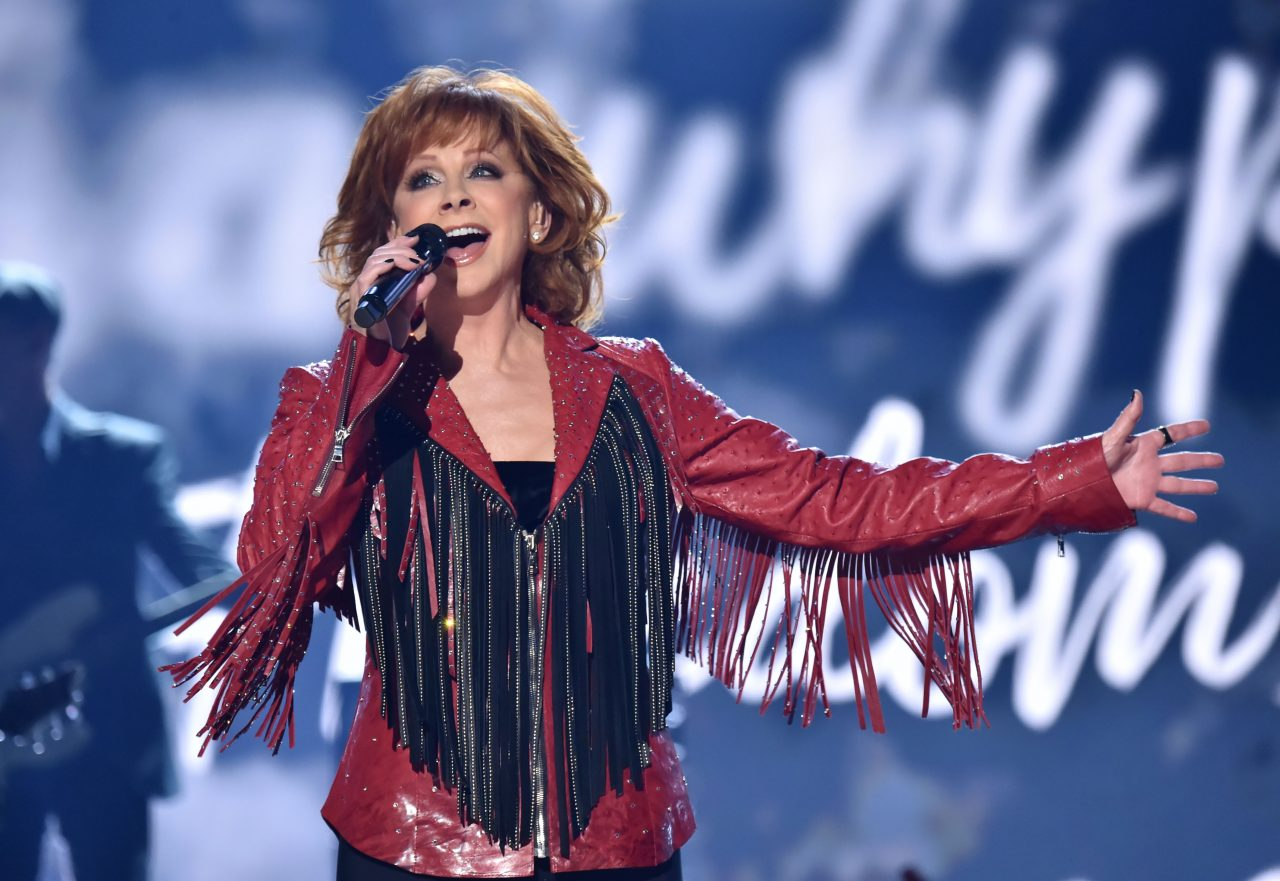 Reba Mcentire Christmas Guest.Reba Mcentire To Lend Voice To Animated Movie Spies In