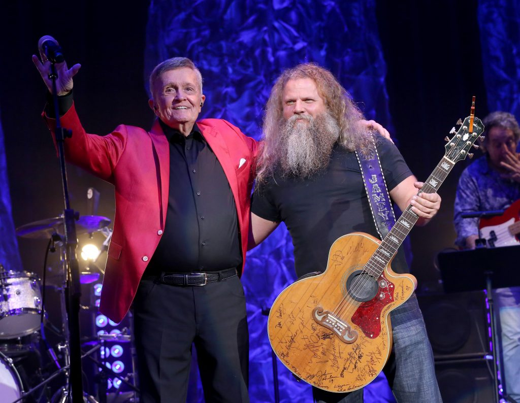 NASHVILLE, TENNESSEE - JULY 17: Bill Anderson and Jamey Johnson perform onstage during the 6th Annual Georgia On My Mind presented by Gretsch at Ryman Auditorium Nashville on July 17, 2019 in Nashville, Tennessee. (Photo by Terry Wyatt/Getty Images for Georgia Music Foundation)