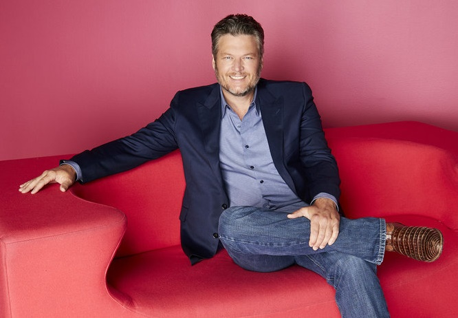 Blake Shelton Cheers Its Christmas.Blake Shelton Teams With Hallmark For Christmas Movie Sequel